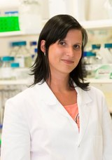 Head shot of Jennifer Selinski in lab